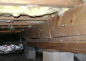 sagging crawl space with wooden shimming a San Rafael crawl space